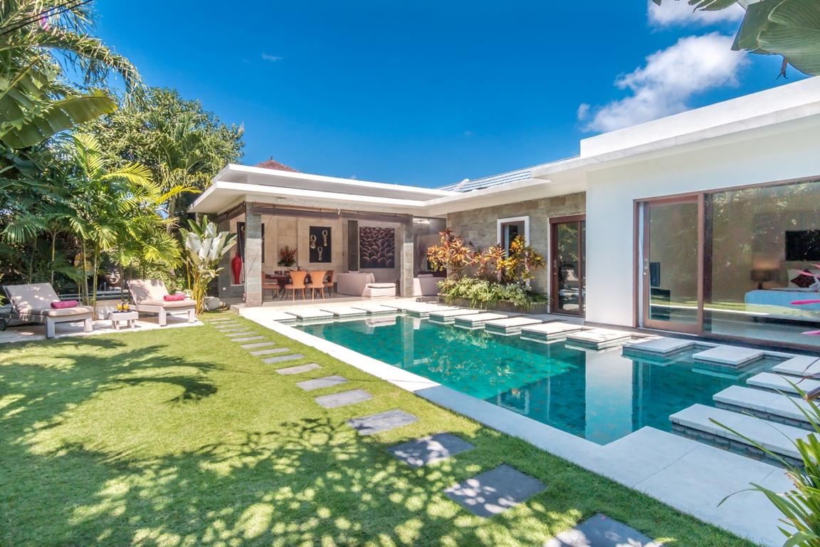 beach pool villa bali