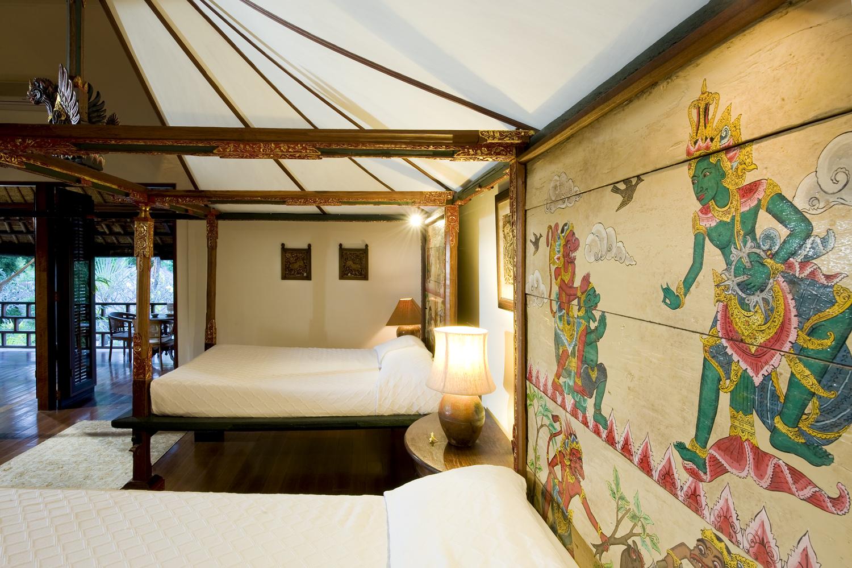 Taman Sorga - Main house upstairs master bedroom artwork and beds