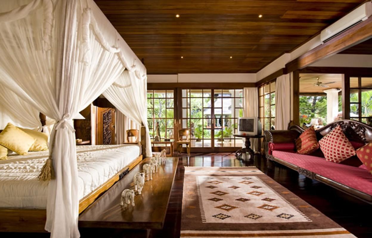 taman-sorga-main-house-downstairs-master-suite