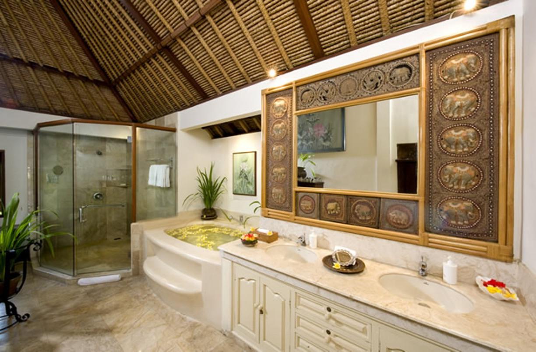 taman-sorga-main-house-upstairs-master-bathroom