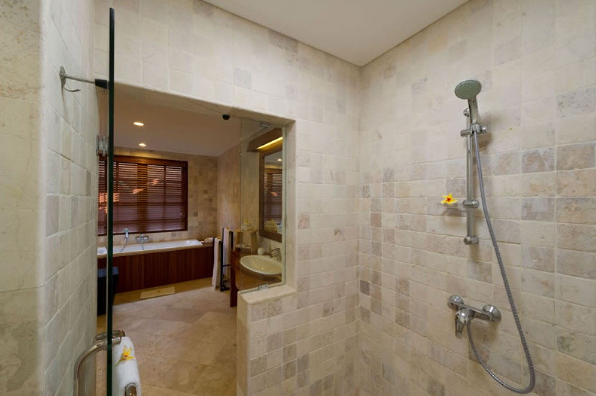 3-villa-san-guest-bathroom