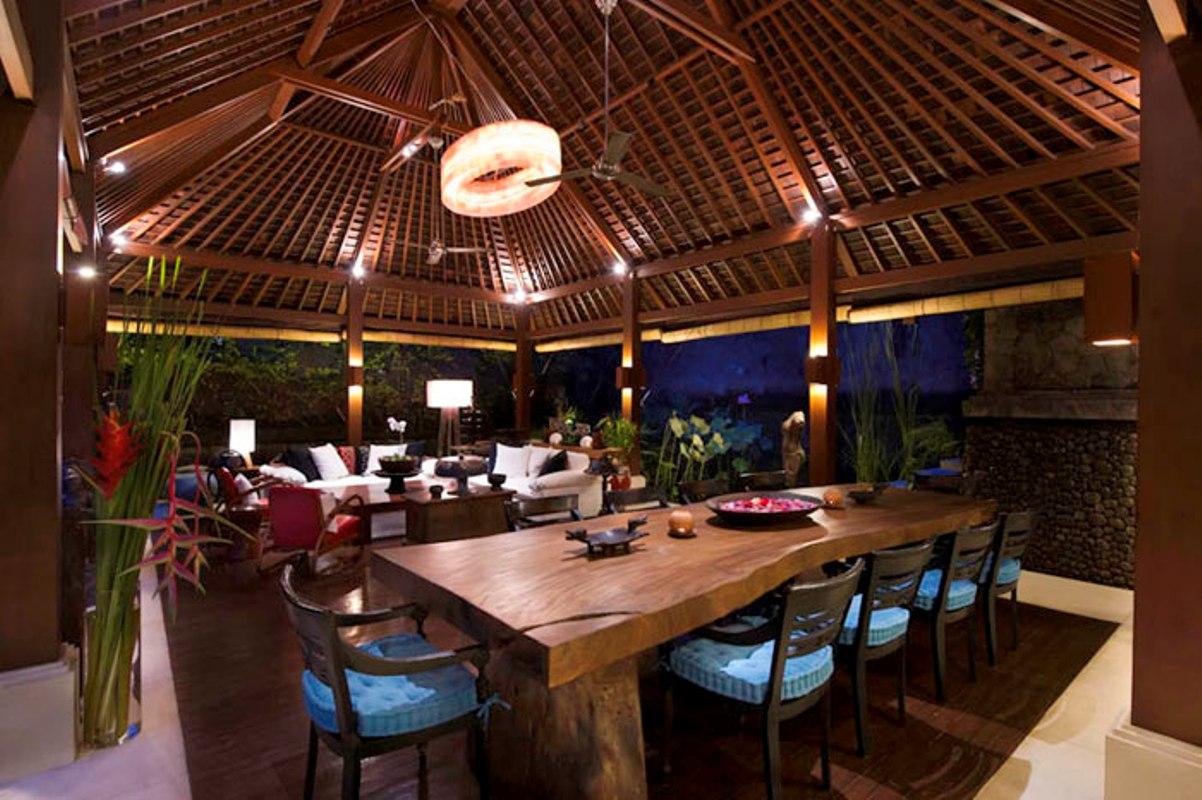 villa-hansa-dining-room-at-dusk