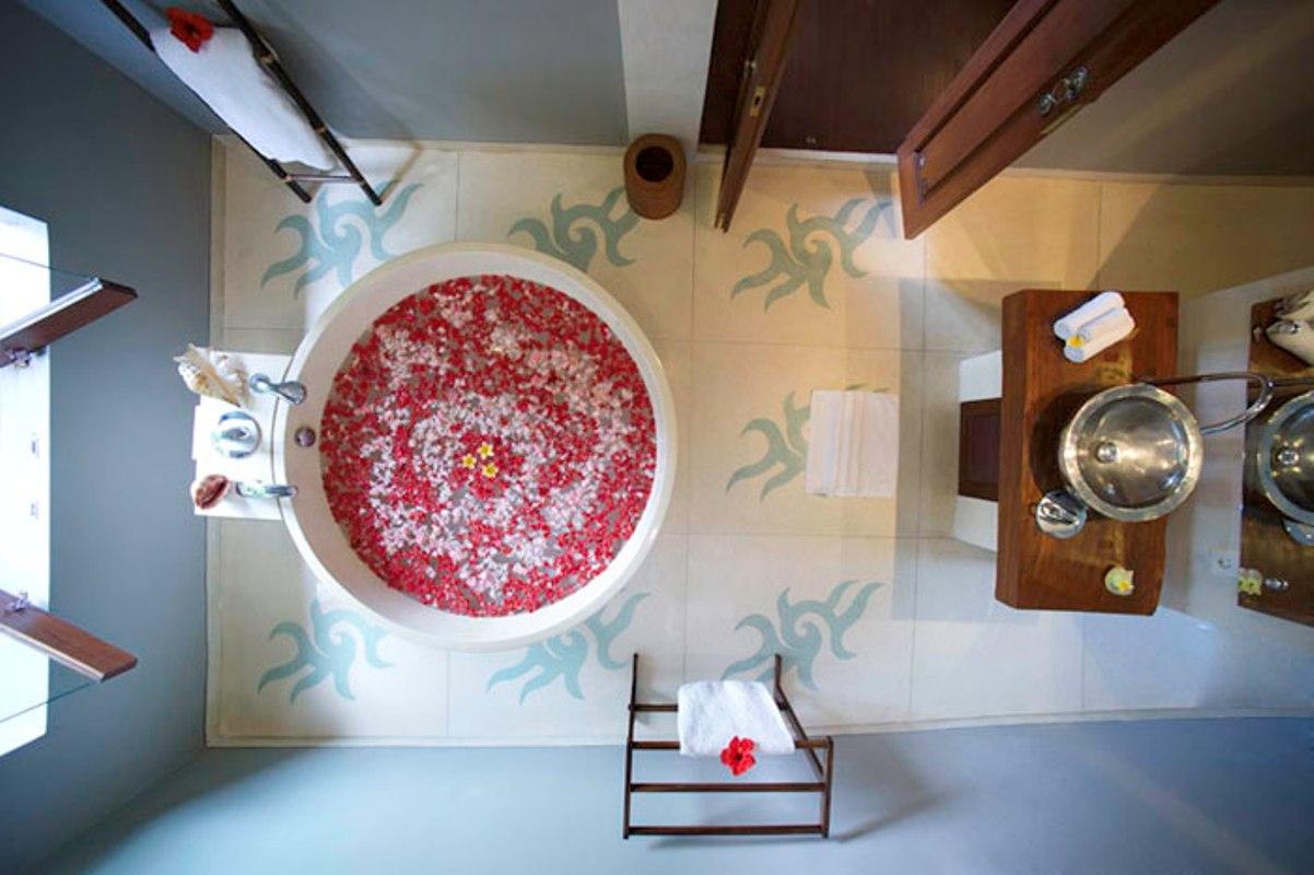villa-hansa-ganesha-bathroom