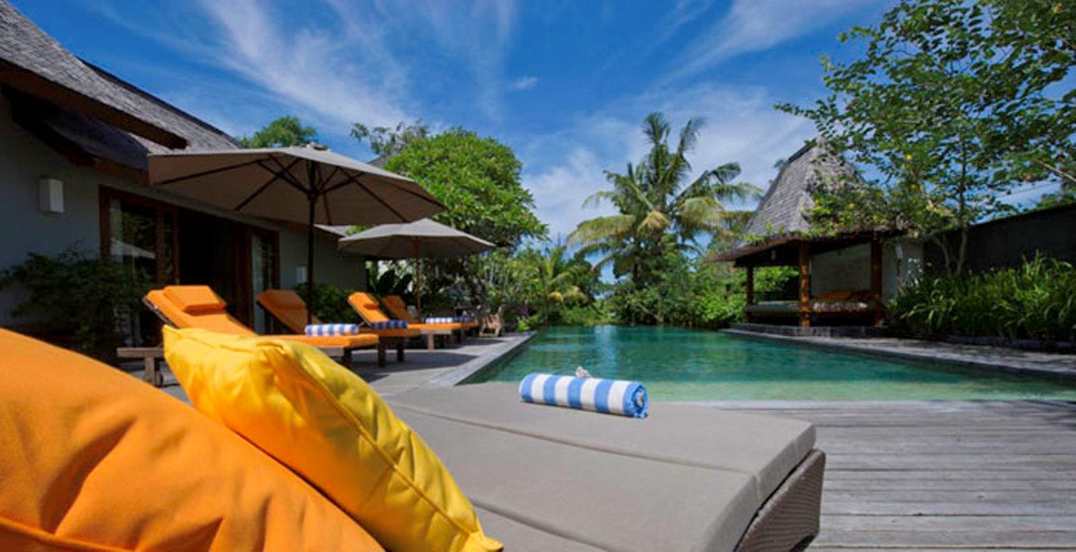 villa-hansa-infinity-pool-view