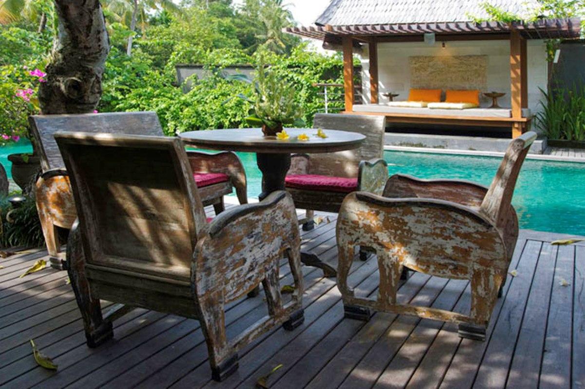 villa-hansa-poolside-dining