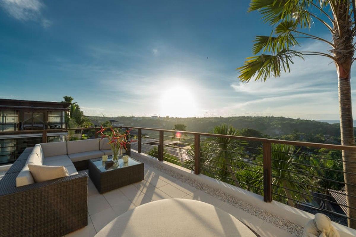 villa-jamalu-upstairs-balcony-at-sunset