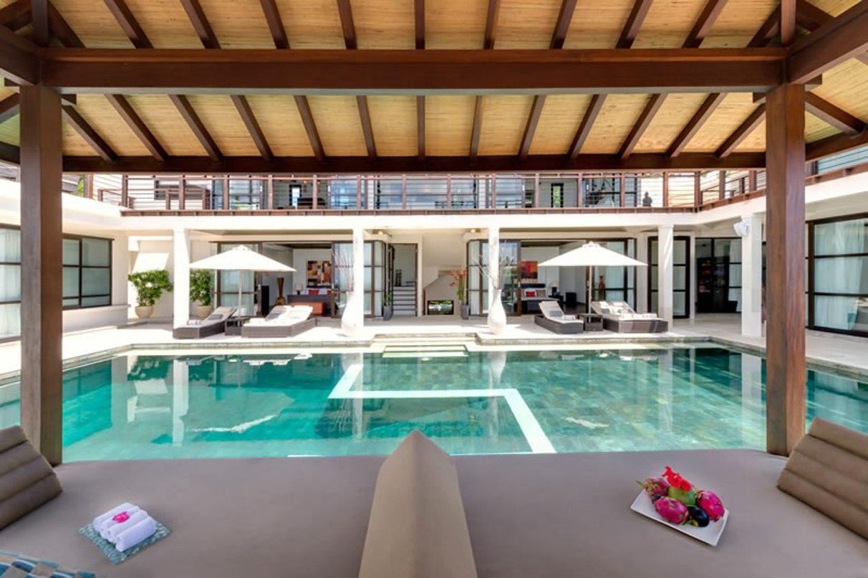 villa-jamalu-view-from-poolside-bale