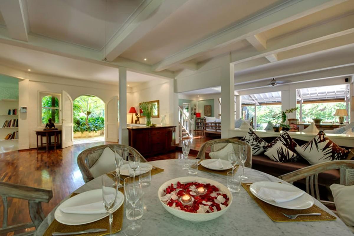 villa-shamira-lunch-setting