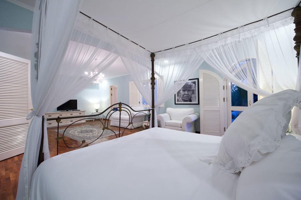 villa-shamira-master-bedroom-at-dusk