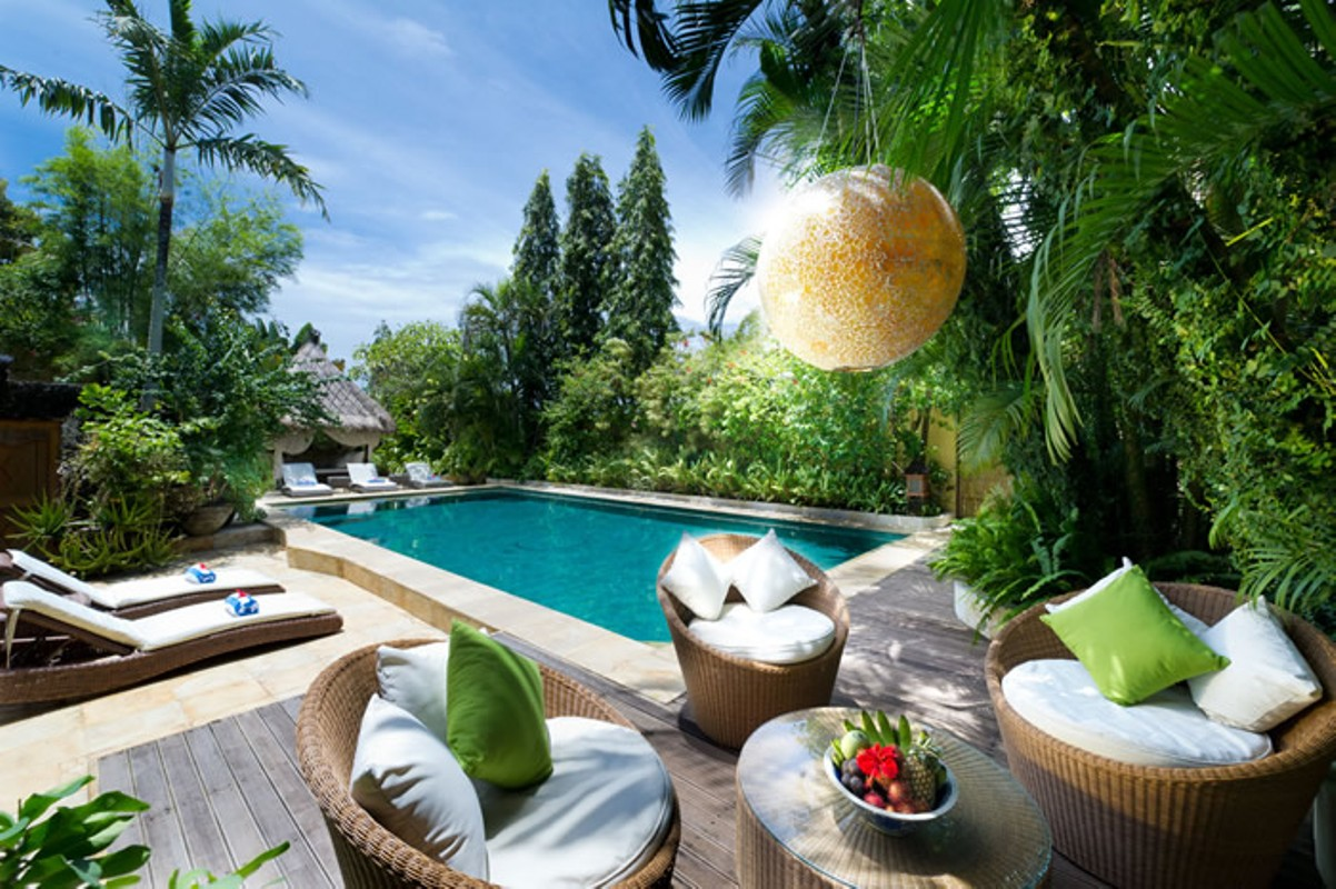 villa-shamira-pool-and-bale