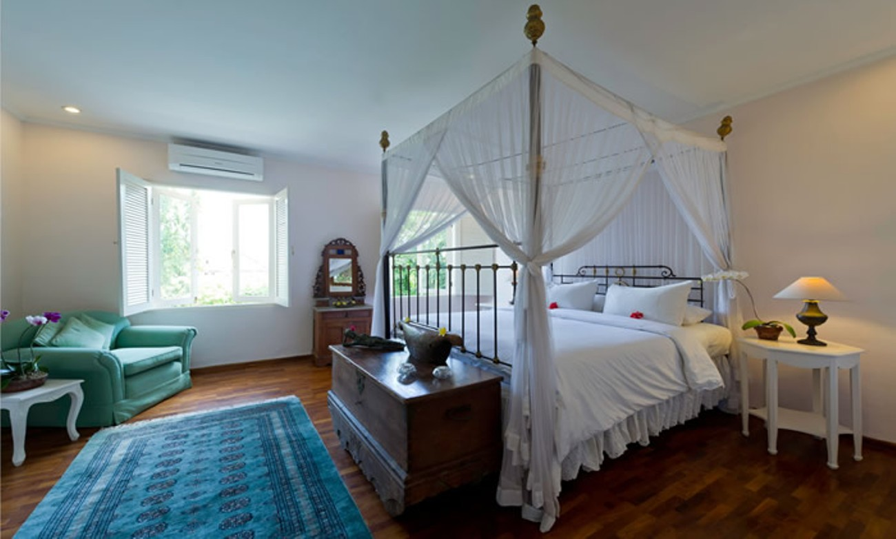 villa-shamira-upstairs-bedroom-2