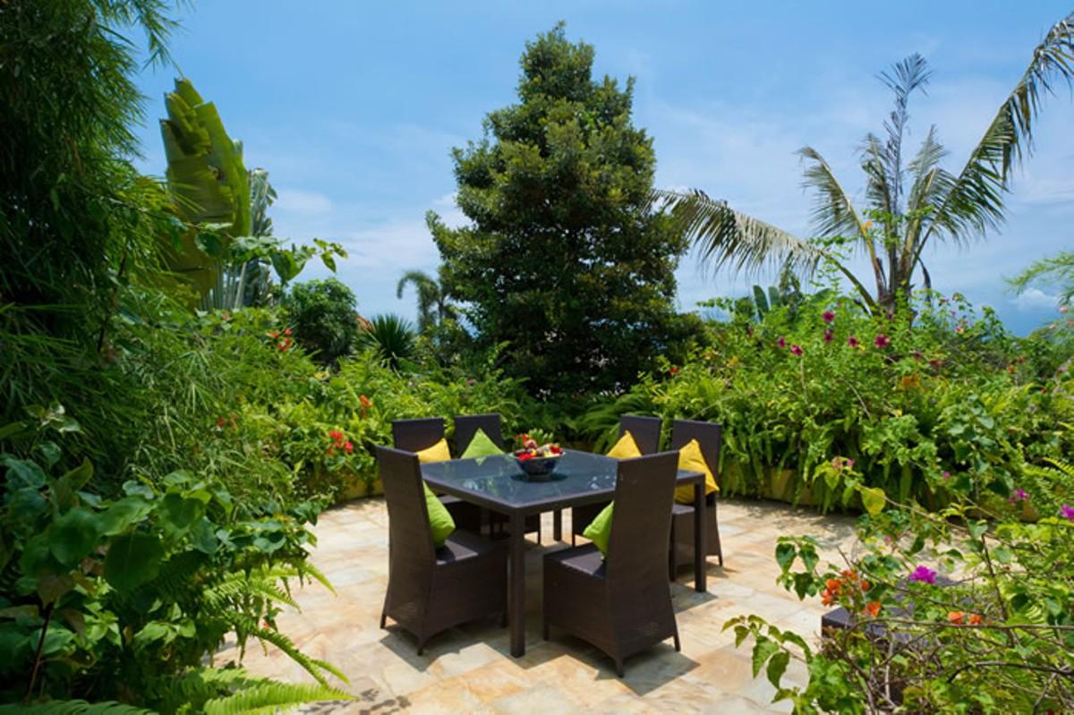villa-shamira-upstairs-veranda-al-fresco-dining