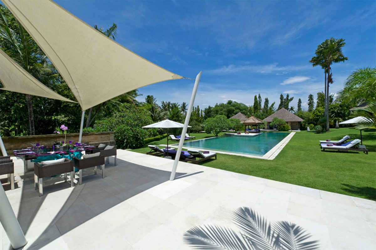 chalina-estate-alfresco-dining-and-pool-view