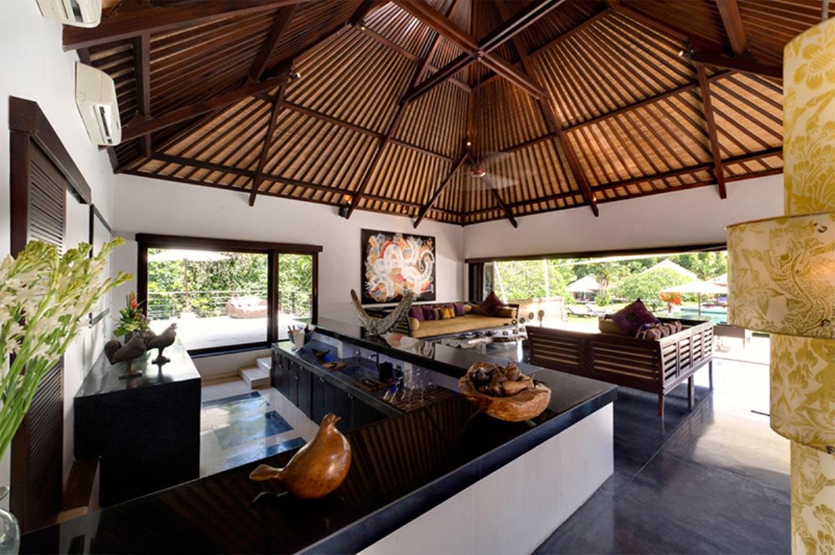 chalina-estate-bar-and-living
