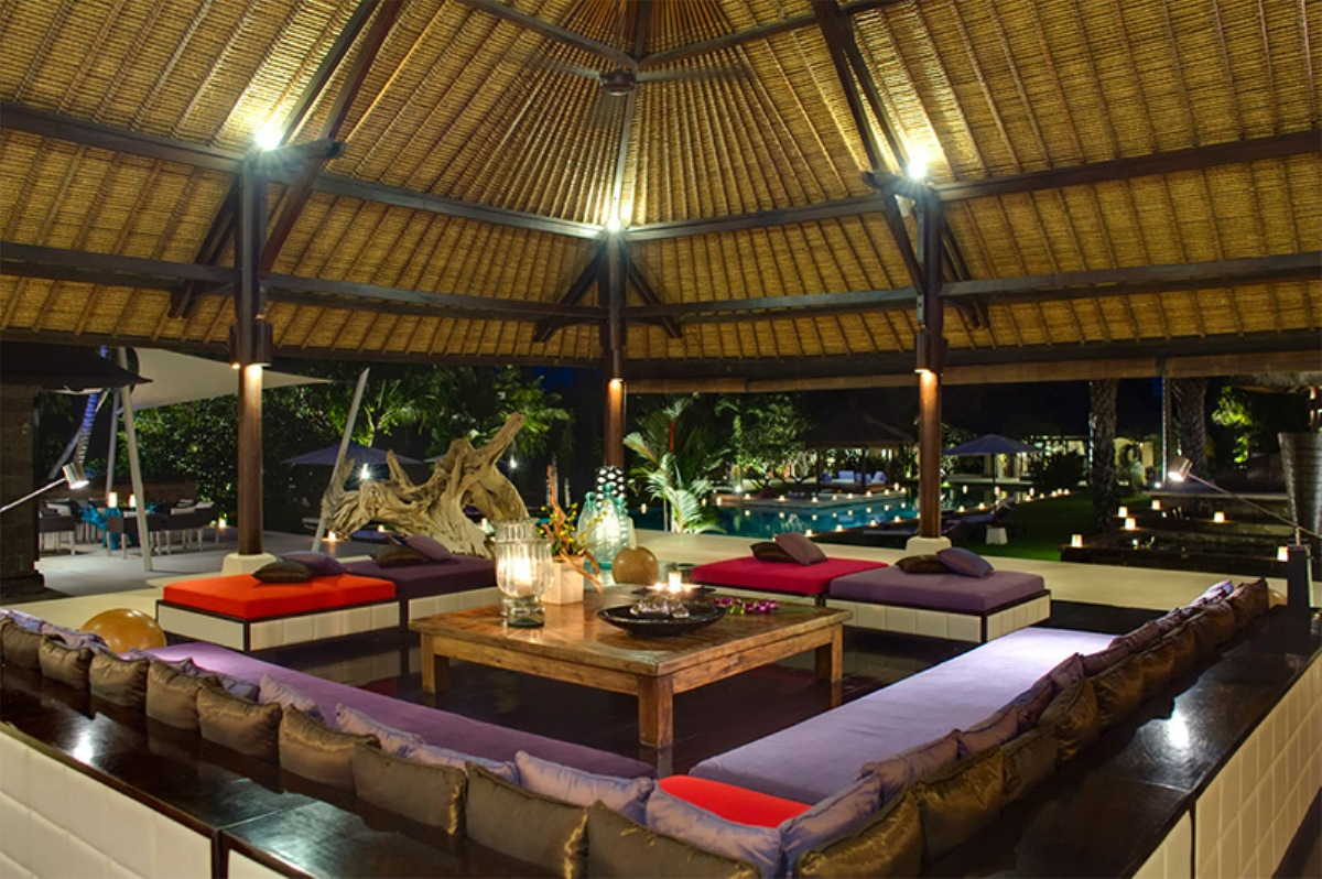 chalina-estate-living-room-at-night