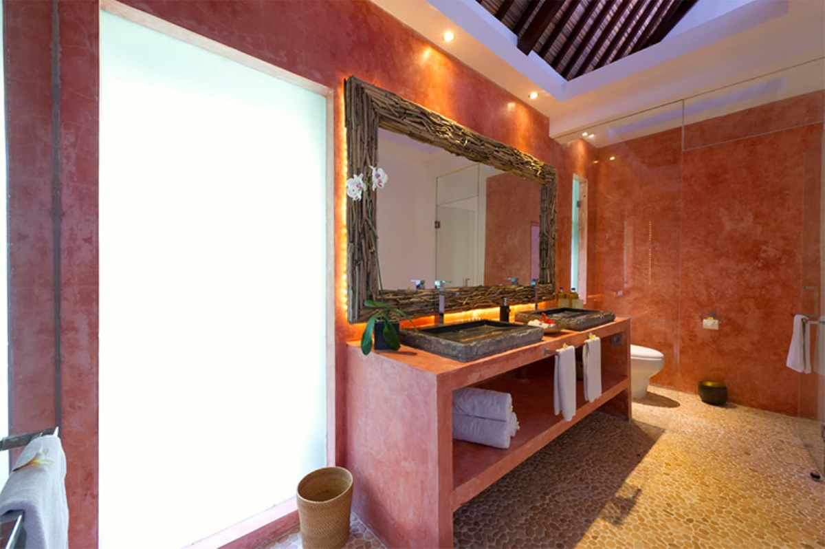 chalina-estate-paprika-bathroom