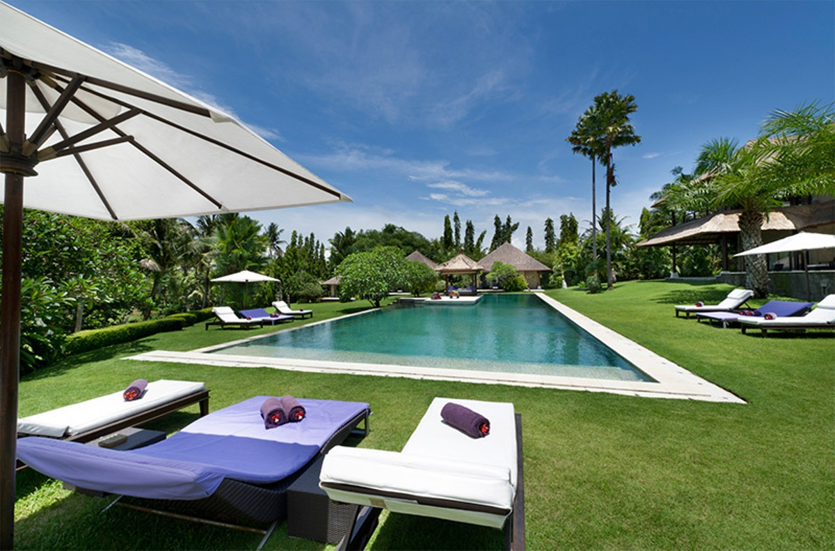 chalina-estate-pool-garden-and-sun-loungers