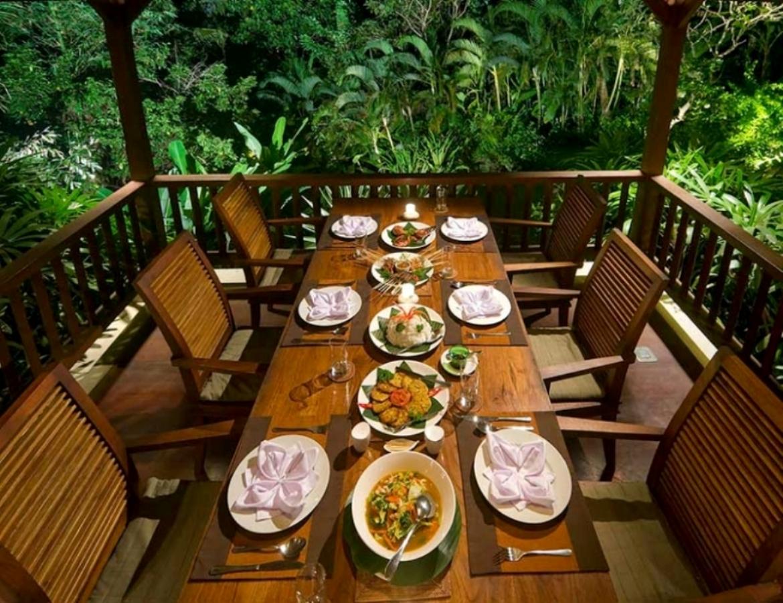 alamanda-dining-table-set-up