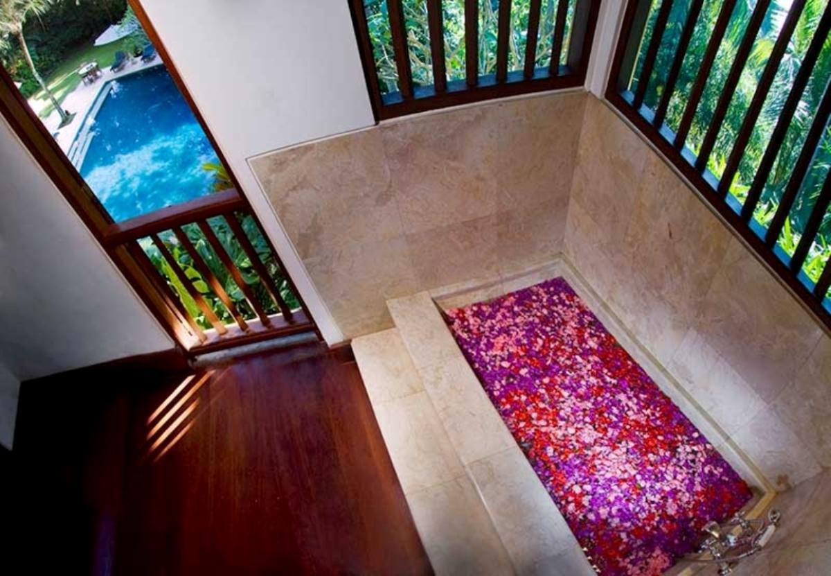alamanda-master-bathroom