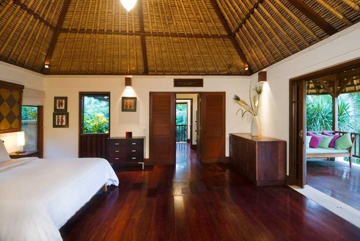 alamanda-master-bedroom-balcony