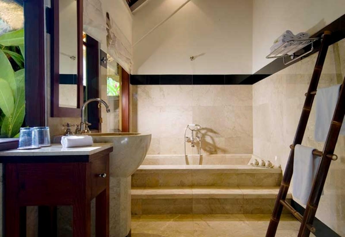 alamanda-red-bathroom